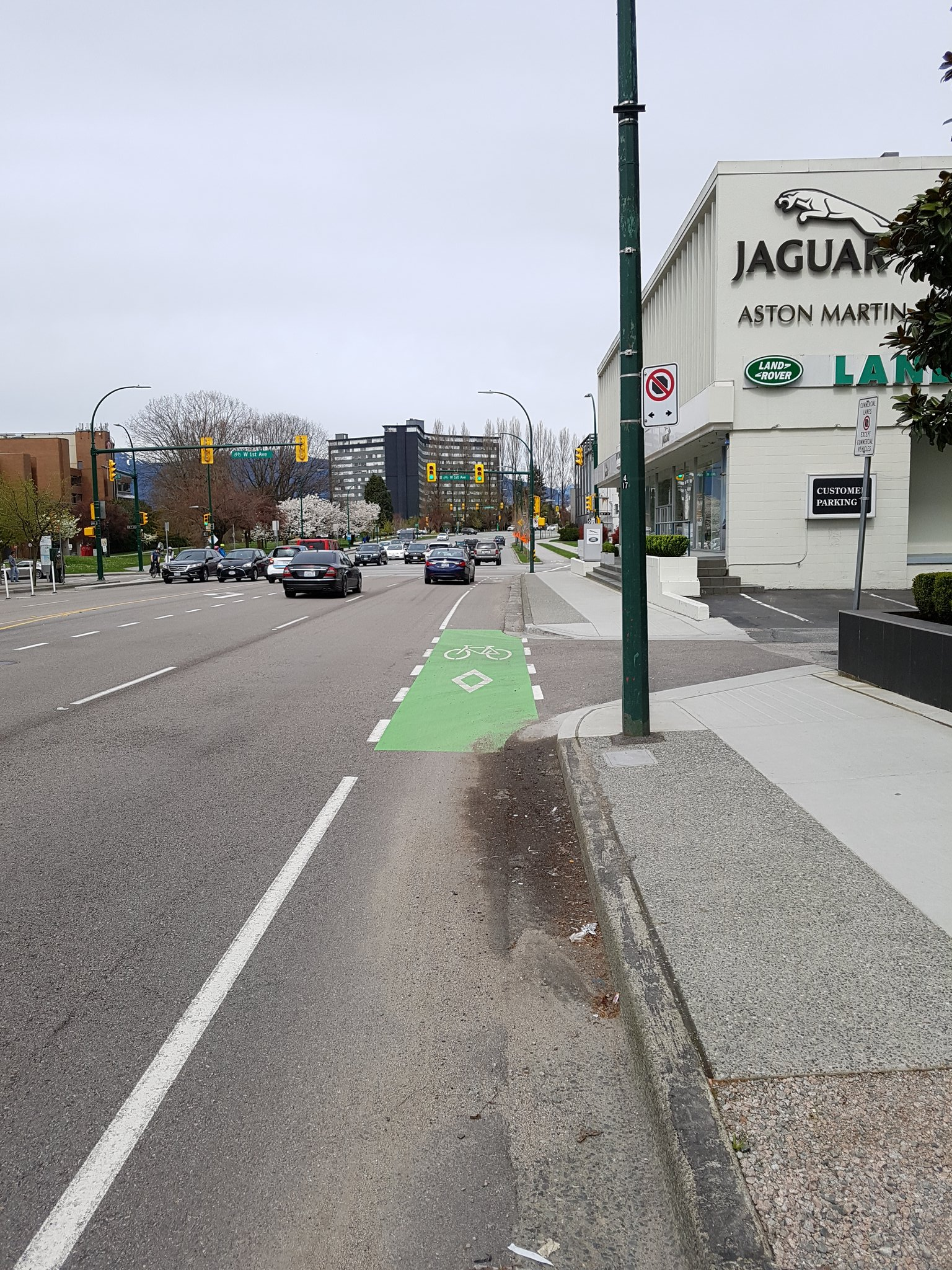 Back toward the Burrard Bridge, the north-bound lane isn't yet protected or even complete from Arbutus Greenway to the bridge #yyjbike https://t.co/95mPvmprL5