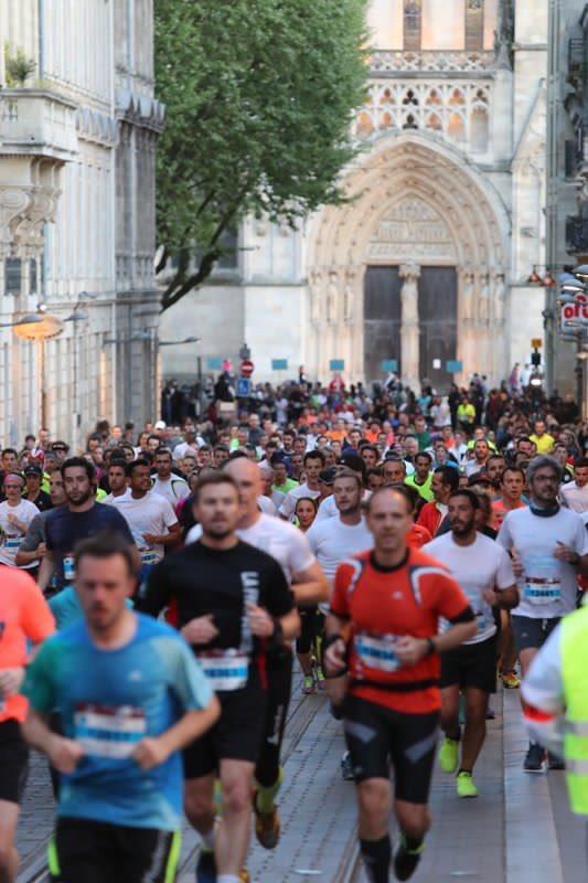 Bravo aux coureurs, bénévoles, secouristes, forces de l'ordre mobilisés sur cette course mythique. Belle fête du sport. #MarathonBordeaux