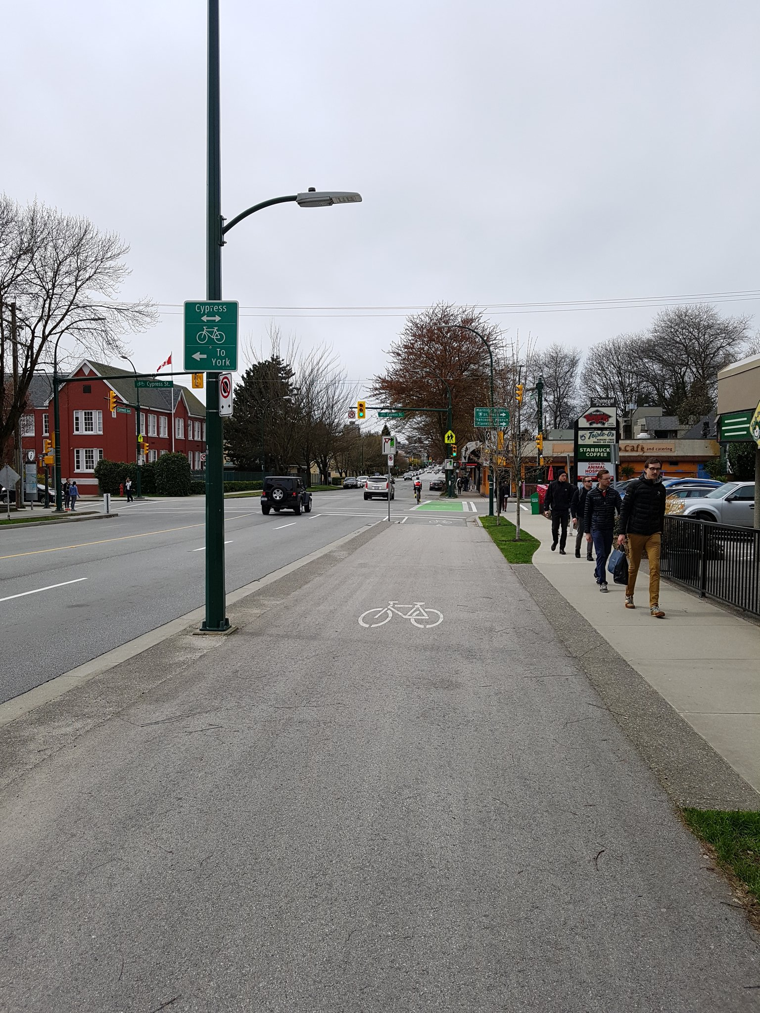 Even in Vancouver, sometimes the bike lane just ends, forcing bike riders to share #yyjbike https://t.co/GARIdUwRCg