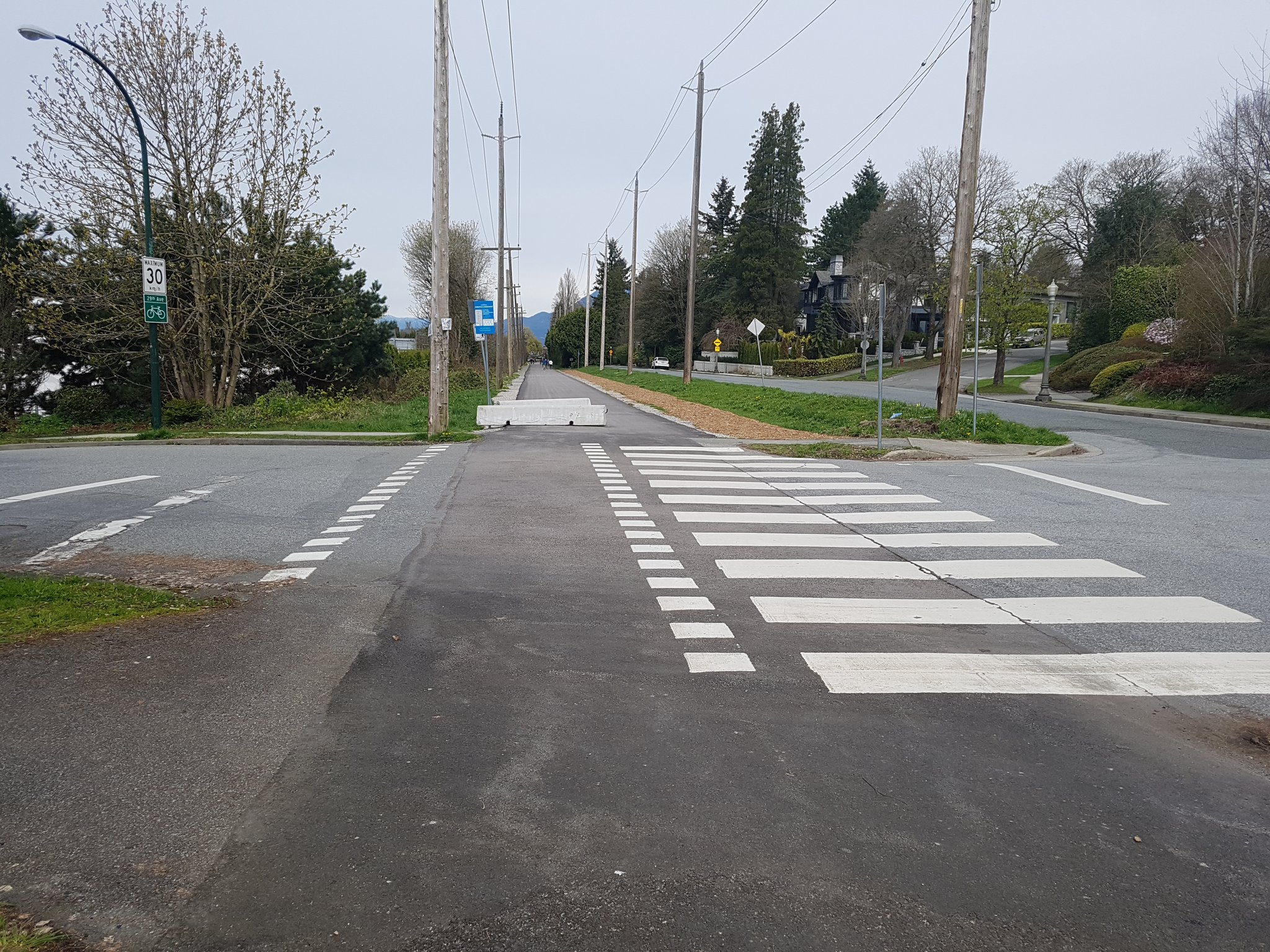 """The new """"temporary"""" Arbutus Greenway already has better crossings than most trails #yyjbike https://t.co/8P1DuFJgzX"""