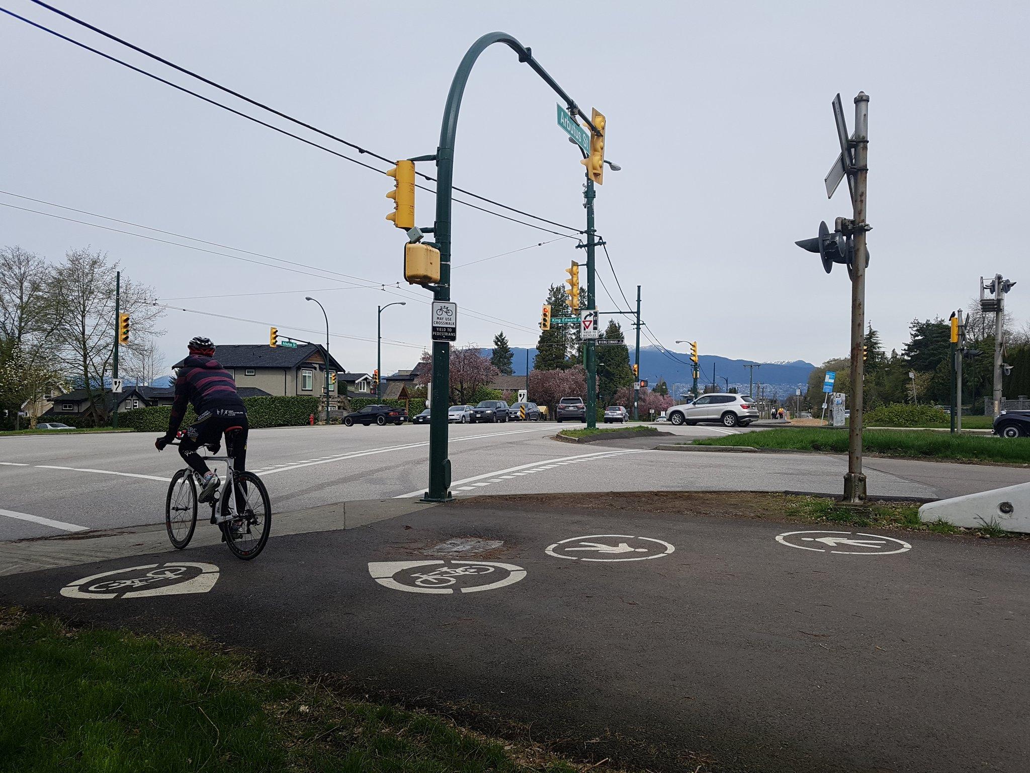 With major road crossings having Yield to Bike signs & may use crosswalk #yyjbike https://t.co/RWUtTcq7b3