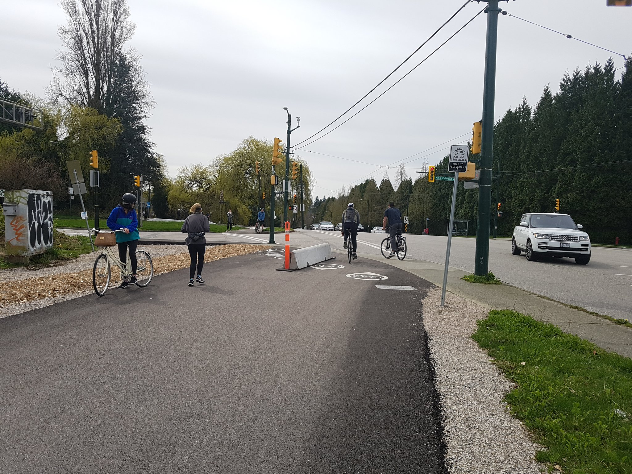 And the beginnings of separation of walking & biking on what is already a busy trail #yyjbike https://t.co/1iTmE8wgS3