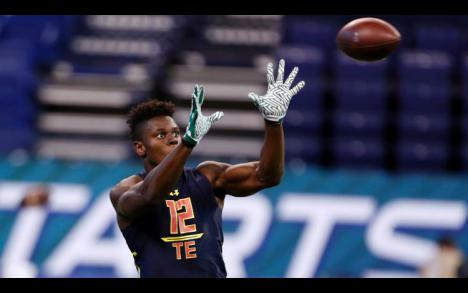 Giants expected to meet with Miami TE David Njoku on Monday #giants #nyg #nfl  http:// sport-ne.ws/40zv  &nbsp;  <br>http://pic.twitter.com/AEnsc8SWdC