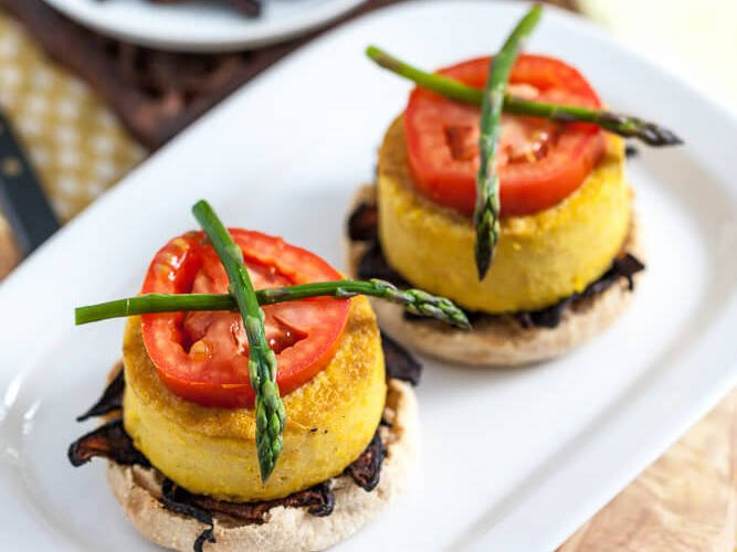 Here&#39;s how to put a #vegan spin on tons of classic breakfast dishes!     http:// peta.vg/eggfreerecipes  &nbsp;   #NationalEggsBenedictDay <br>http://pic.twitter.com/7SXEueh0fk