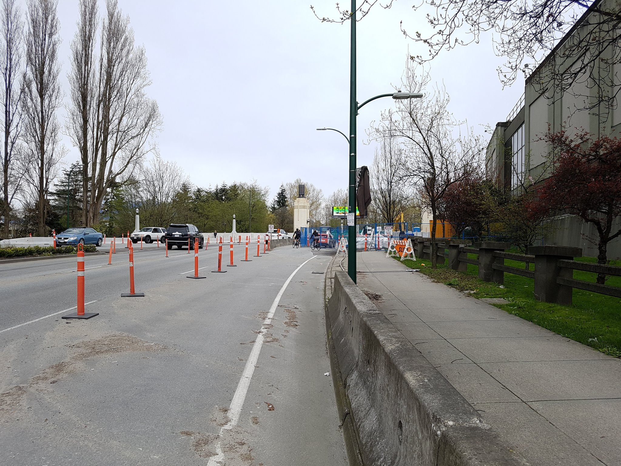 But because this is Vancouver, construction means moving the protected bike lane, not forcing bike riders into traffic #yyjbike https://t.co/GXyEyoJwVv