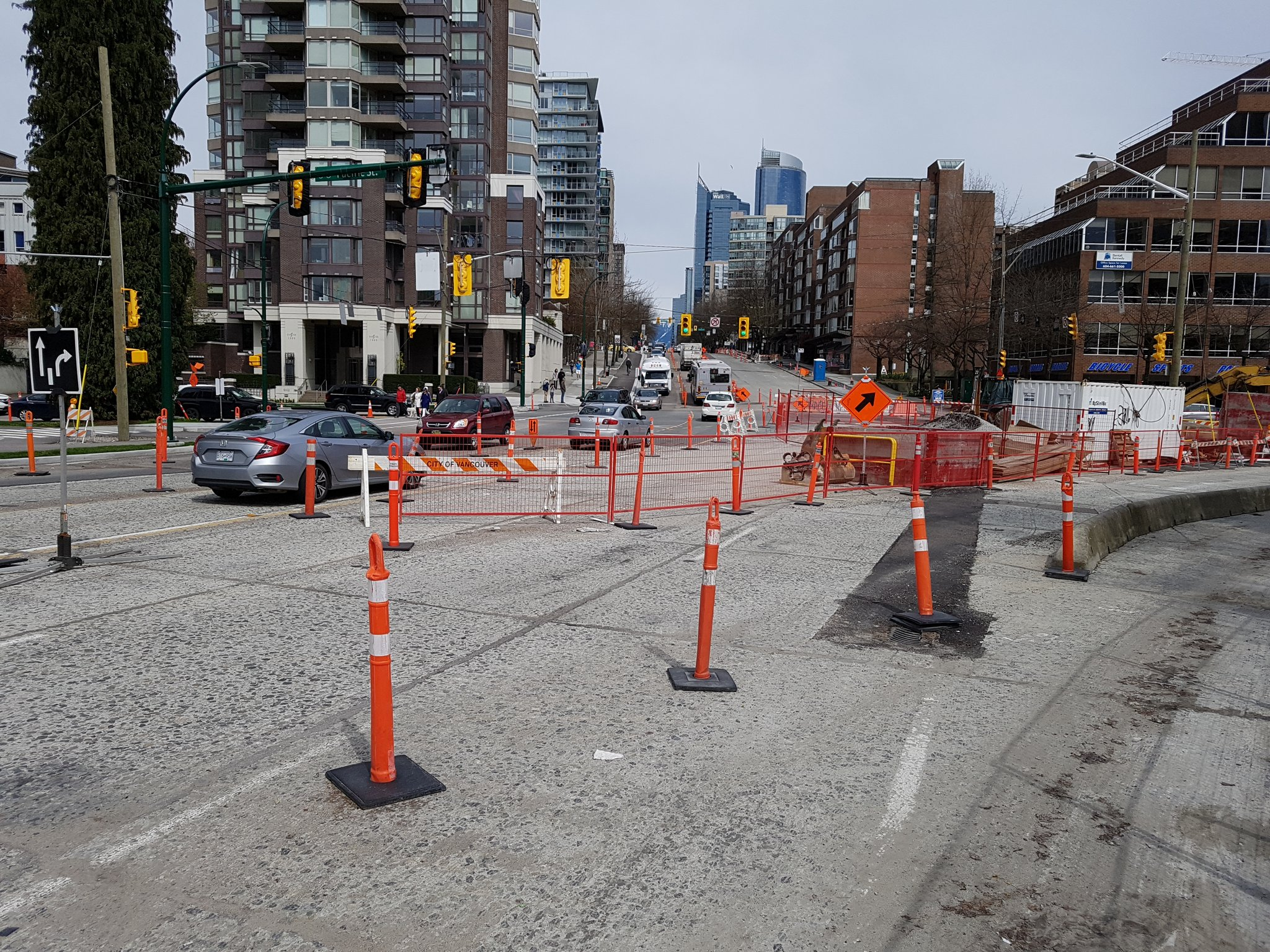 At north end, new protected bike lanes on west & north legs nearly complete, eventually to form partially protected intersection #yyjbike https://t.co/DVOcNIlzCb