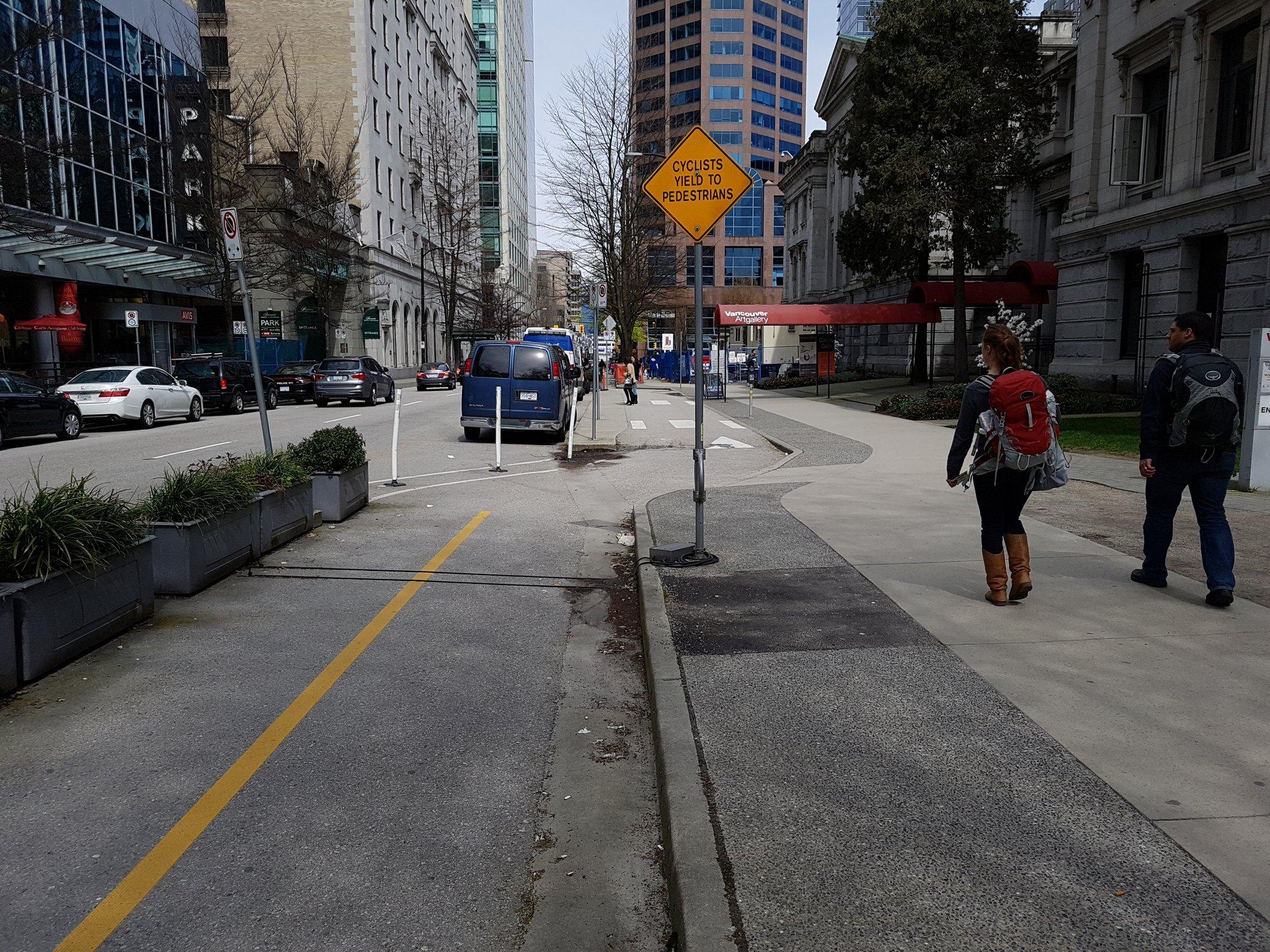 .@Musettecaffe Short section of raised bike lane provides loading zone for Art Gallery #yyjbike https://t.co/UFyQ3cGHTx