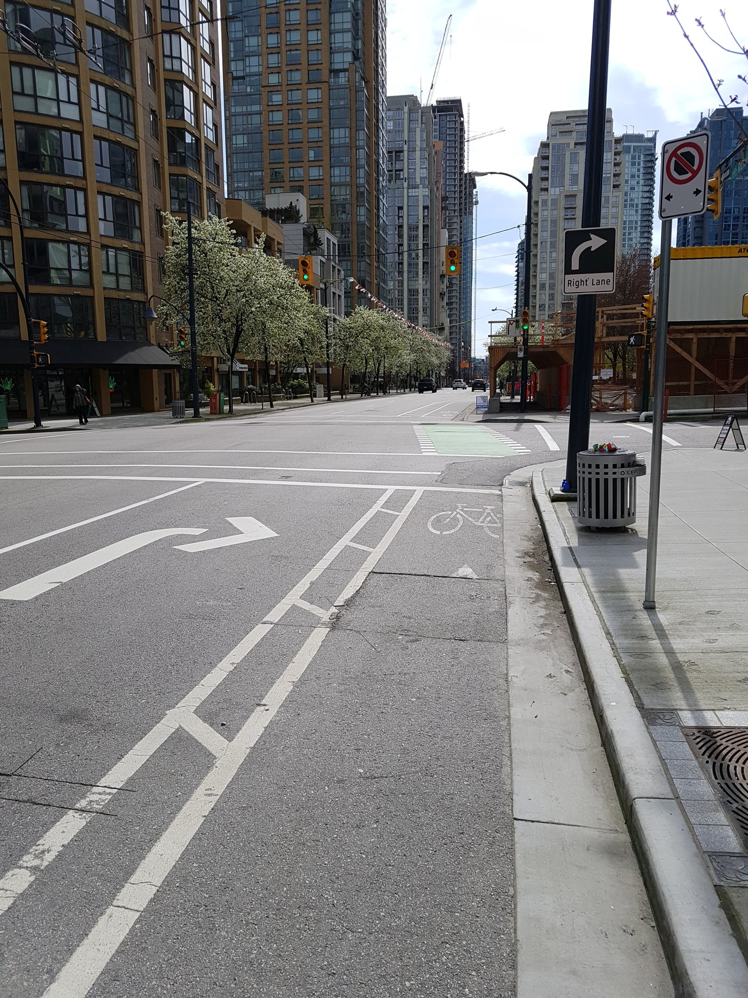 And one last tweet - Richards bike lane, which was inexpensively protected a few years ago by flipping the parking & the bike lane #yyjbike https://t.co/WWqq7S1XBQ