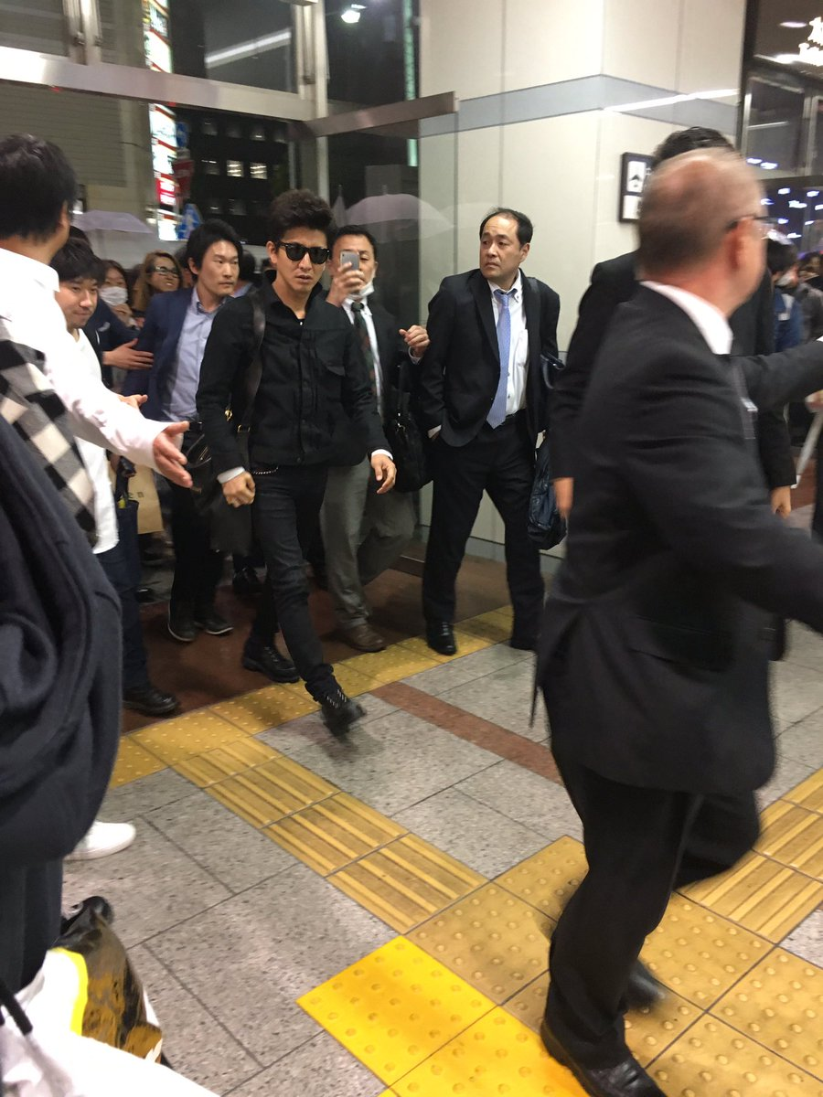 名駅にキムタク現れる。