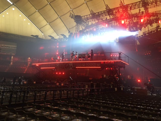 こんにちは。 今週木曜日は、髙橋大輔キャスターの出演日です。 今回のSPOTLIGHTは、最近増えている「大型音楽ライブの舞台裏」です。 あるアーティストのドームライブを取材させて頂きました。 そのアーティストとは?どんな演出? お楽しみに!