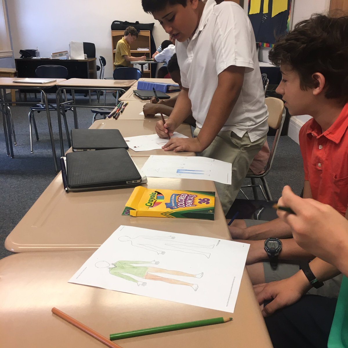 6th Grade Boys @schacademy designing costumes for their silent movie characters in CEL class @CELventures  #CEL #moviemaking #CEL2017<br>http://pic.twitter.com/C9Cbay3p2A