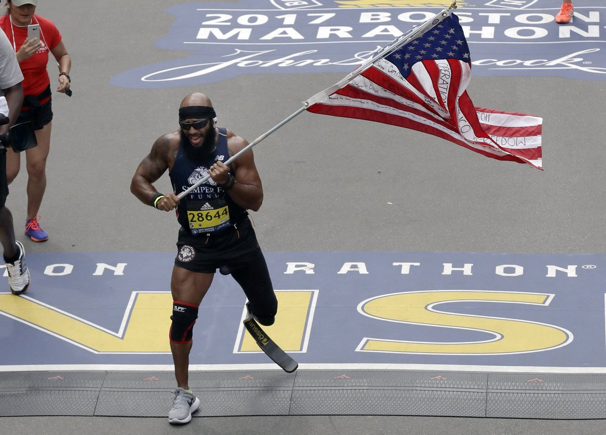 Marine who lost leg in Afghanistan runs #BostonMarathon with American flag  Story, video: https://t.co/EKYVET78Md https://t.co/m00HmvqJlB