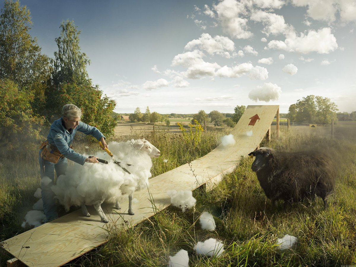 加工画像はもう今や世の中に溢れてるけど、この「水が割れる」「雲を刈る」「景色を掛ける」「雪を縫い付ける」という絶対存在しない合成アートはぞくっとする。すてき。