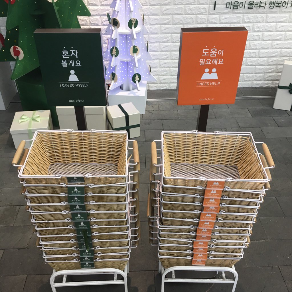 IMAGE: Store in South Korea allows customers to choose whether they want to be approached by staff https://t.co/MYtEkonfTU