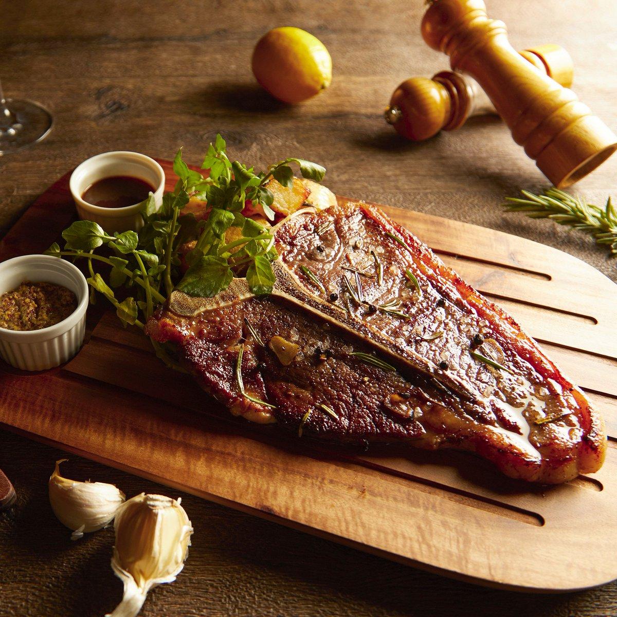 "Dynamic T-bone steak from our Caffè's event ""American Meat Jamboree"" サーロイン、フィレの両方が味わえるダイナミックなTボーンステーキをどうぞ!#hyattregencytokyo #ハイアットリージェンシー東京 https://t.co/eEExBBN1rQ"