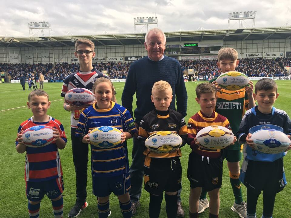 Thanks to @wolvesrl Vice Presidents for helping cover the cost for our new rugby balls #OneCommunity #OneClub #LatchfordGiants #GiantsRL <br>http://pic.twitter.com/jCfRwG2LHr