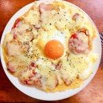 炭水化物なしでもピザが作れる!大満足なレシピ・目玉焼きピザ!