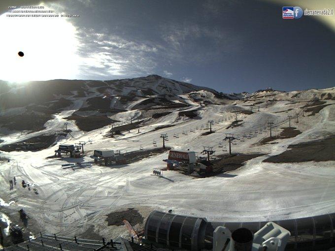 ⚠️La temporada de esquí aun no ha terminado!! ❄️⛷️🌞 Tres estaciones siguen abiertas: #Masella #SierraNevada #Cauterets. A seguir esquiando!!