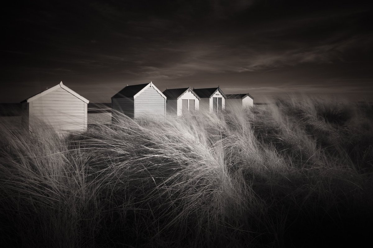 Who doesn't love beach huts? Nice work with this shortlisting image, @jellyfire1 https://t.co/kBG5skyiHH