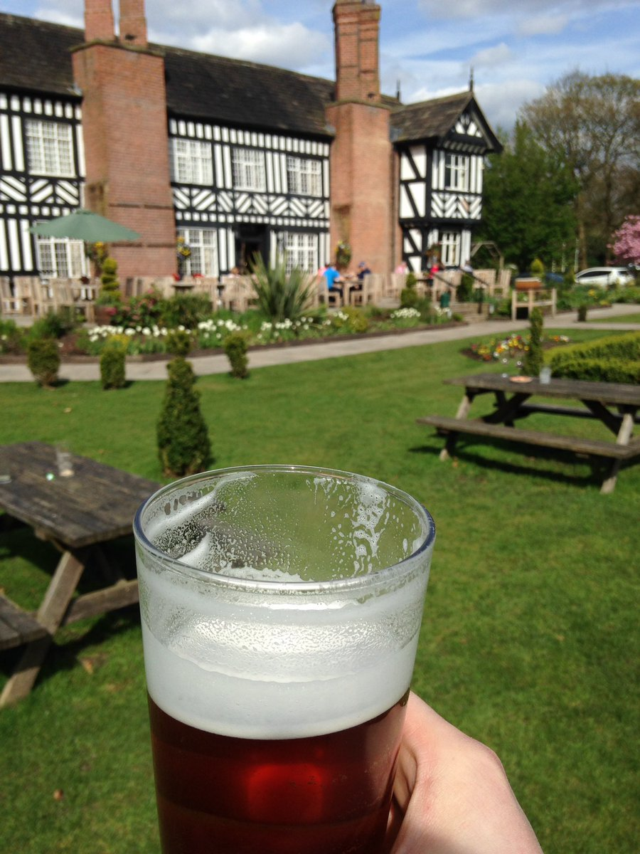 Then we went to @worsley_oldhall after the school run for a Moorhouse IPA and a @MCR_Gin 🍺🍸 #allworkallplay https://t.co/Eu1nPB3XbO