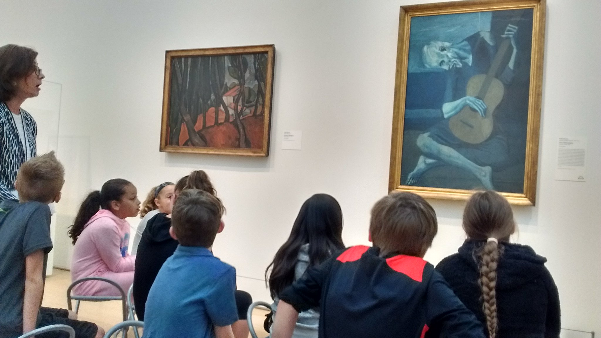 Thinking about the story behind the painting.@fuglefun #drydenartic Noticing how Picasso used color to create a somber mood. https://t.co/MwGLtNrSqm