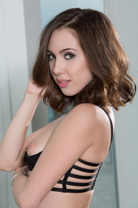 Time to announce our 2017 Pet of the Year... Who guessed right? @JennaSativa https://t.co/fraVaHW321