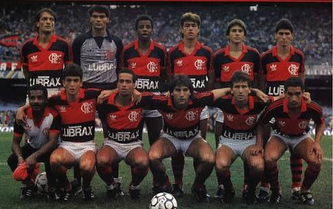 No campo, na bola, sempre Flamengo. Campeão Brasileiro de 1987.