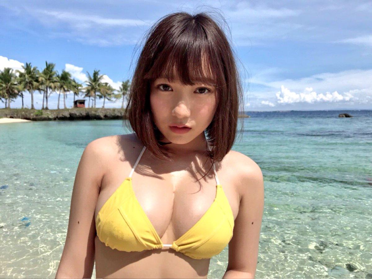 黄色い水着姿の京佳