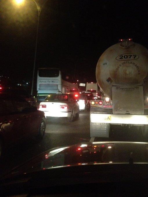 via @andrius69:  @lapintito 04:55 am a esta hora GMA sentido Caracas altura dl cercado , Bd :) https://t.co/YrCyvwav2F #Miranda