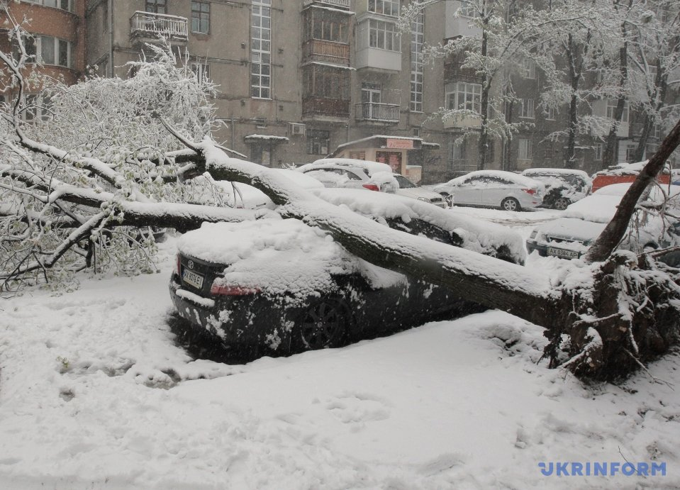 Heavy property damage in Kharkiv as result of sudden snow storm