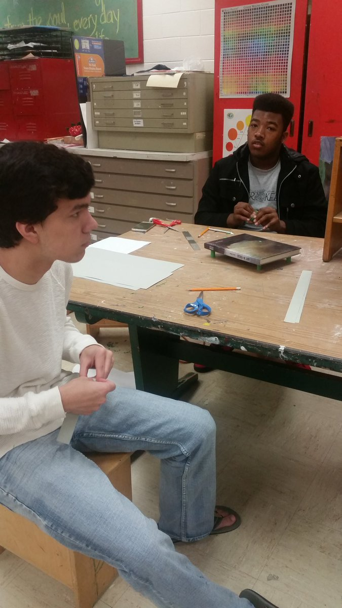 Studying architecture in advanced art - can you support a textbook with a single sheet of paper?  SDHS art #thinkoutofthebox <br>http://pic.twitter.com/ewVYL8AyV3