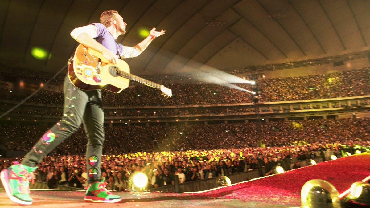 Let\'s hear you Tokyo! R42 #ColdplayTokyo #AHFODTour