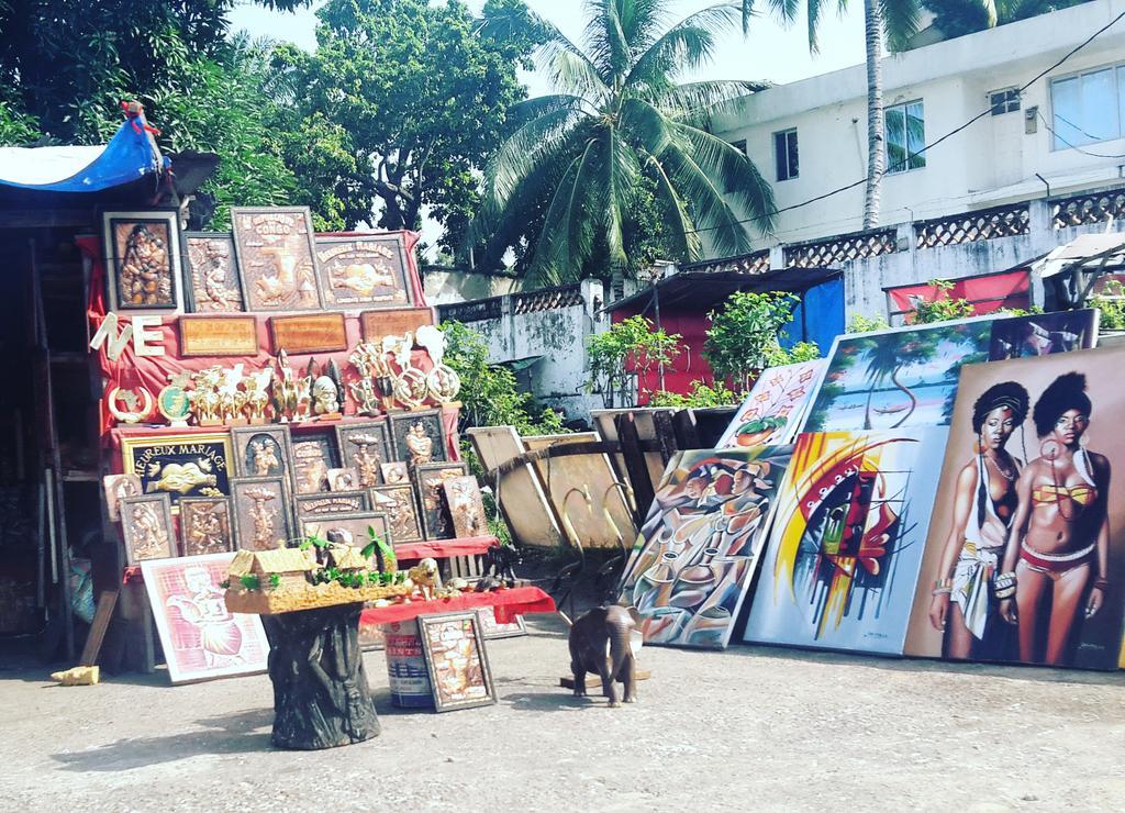 #chezmoiaucongo l'idée d'un marché des arts ne serait pas mal. Un cadre de travail meilleur pour nos artisans #art