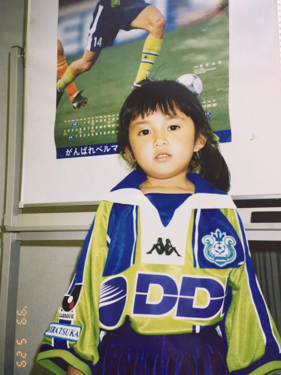 ちなみに父がサッカー大好きなので、撮影の時にユニフォーム姿の写メを送ったら大喜びでした 笑  アルバムから見つけた写真があったから載せちゃう〜!  #5歳の私  #湘南ベルマーレ