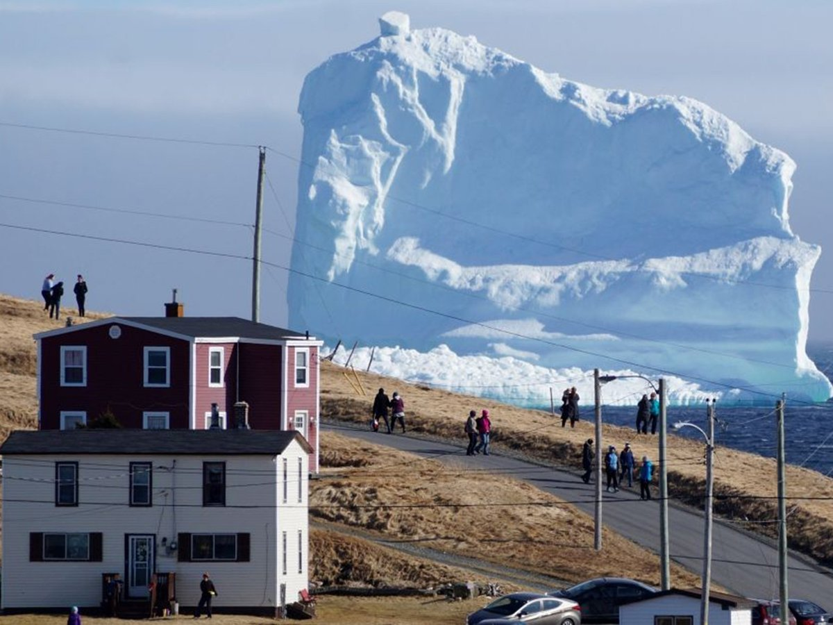 Giant iceberg arrives off the coast of Canadian town https://t.co/WCYbbqvCmV https://t.co/bShKZ1DTZI