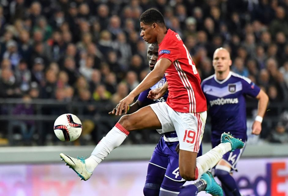#Bookmakers have listed #ManchesterUnited as favorites to win the #UEFA #EuropaLeague. #Genk have the longest odds of winning. <br>http://pic.twitter.com/3ezmAle3lR