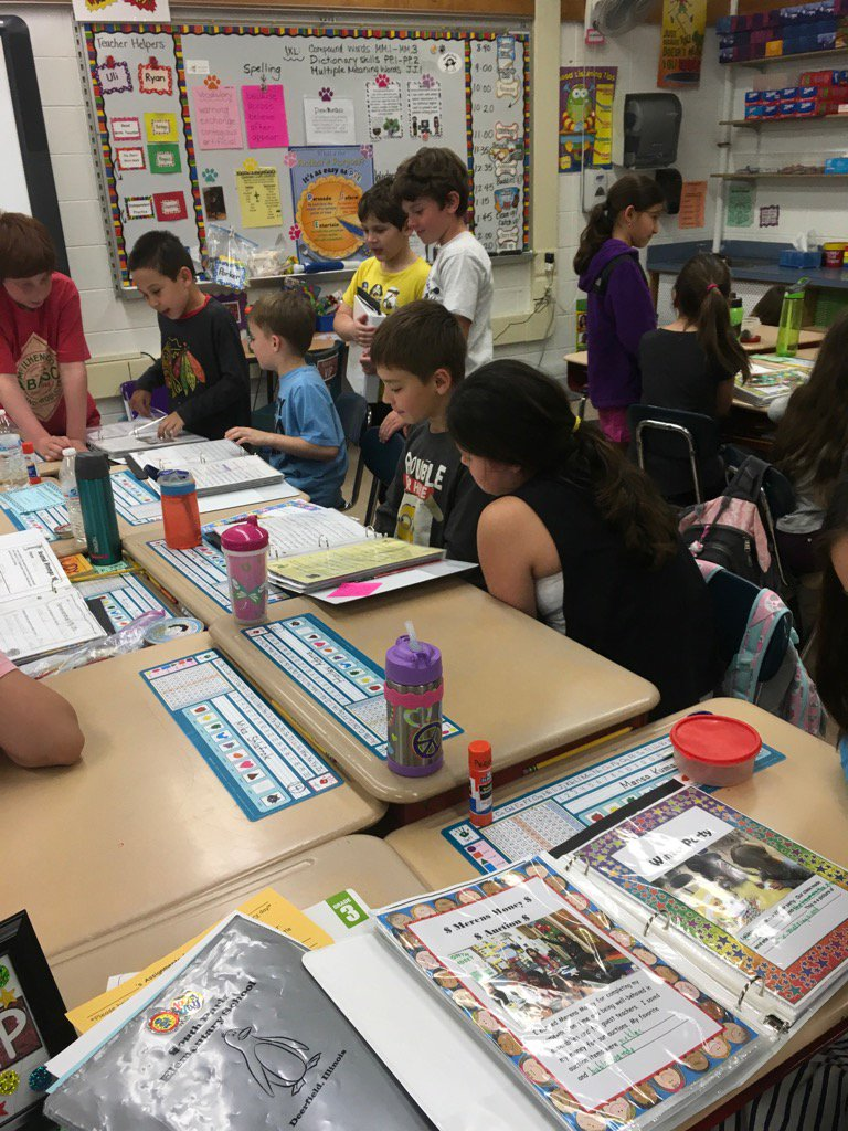 Enjoying portfolio sharing with @JenMerens buddies. #engage109 #sp109 https://t.co/wQXLwOci9A