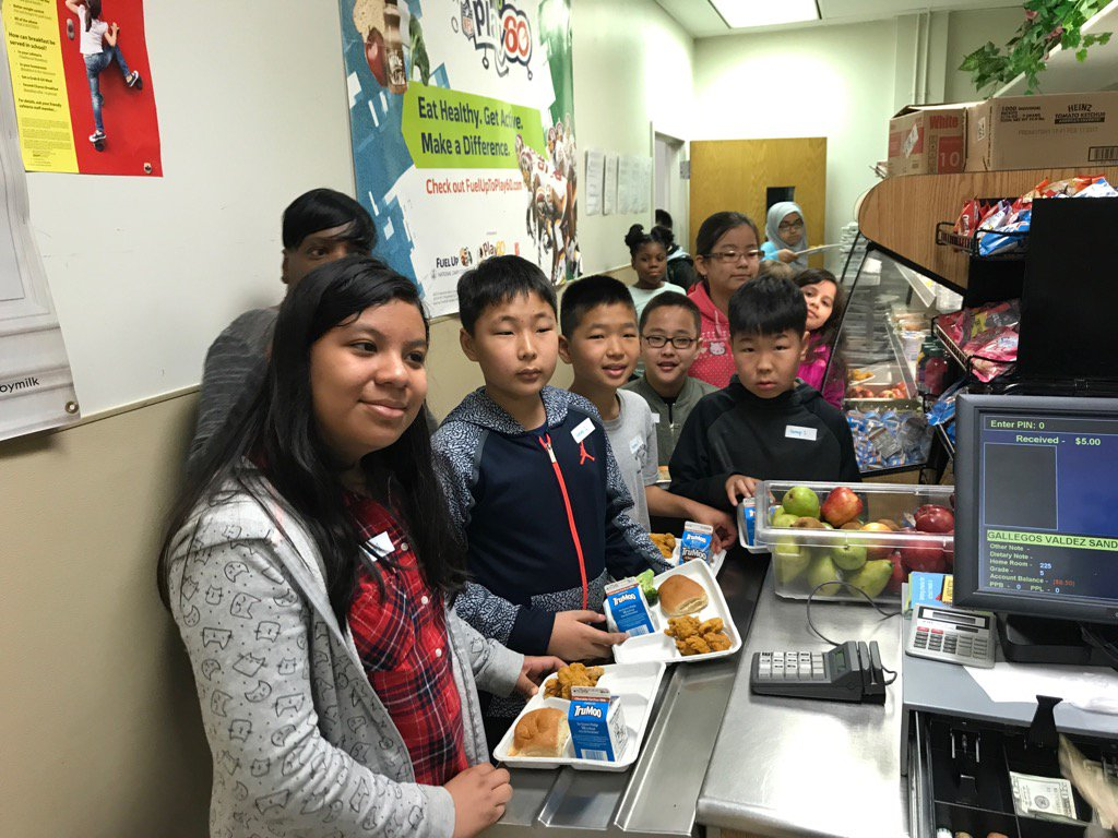 5th graders eating lunch for the first time at Thomas Jefferson Middle School! <a target='_blank' href='http://search.twitter.com/search?q=HFBTweets'><a target='_blank' href='https://twitter.com/hashtag/HFBTweets?src=hash'>#HFBTweets</a></a> <a target='_blank' href='https://t.co/HBeZnJ9zLP'>https://t.co/HBeZnJ9zLP</a>