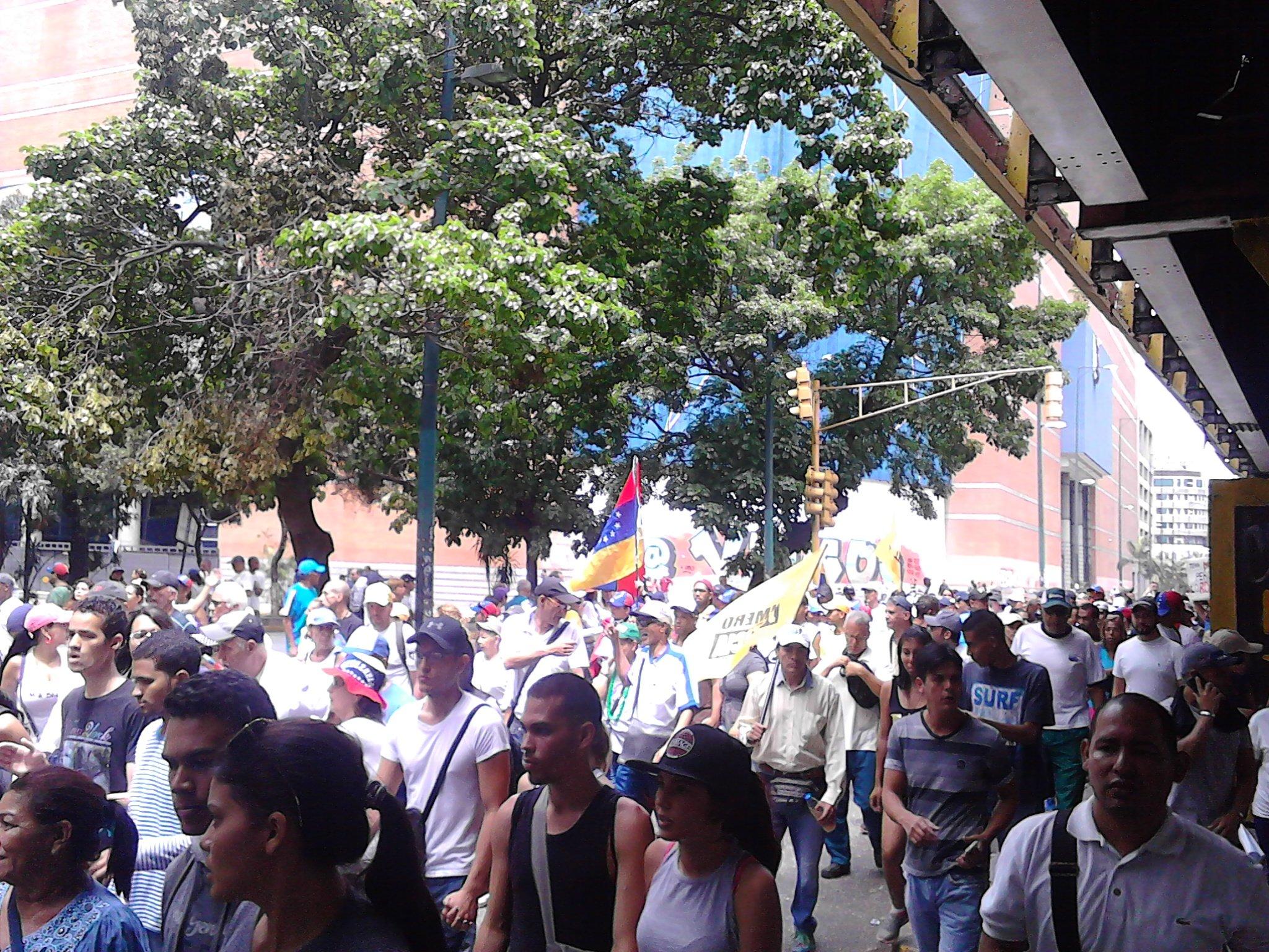 Thumbnail for Venezolanos marchan este 19 de Abril contra Maduro