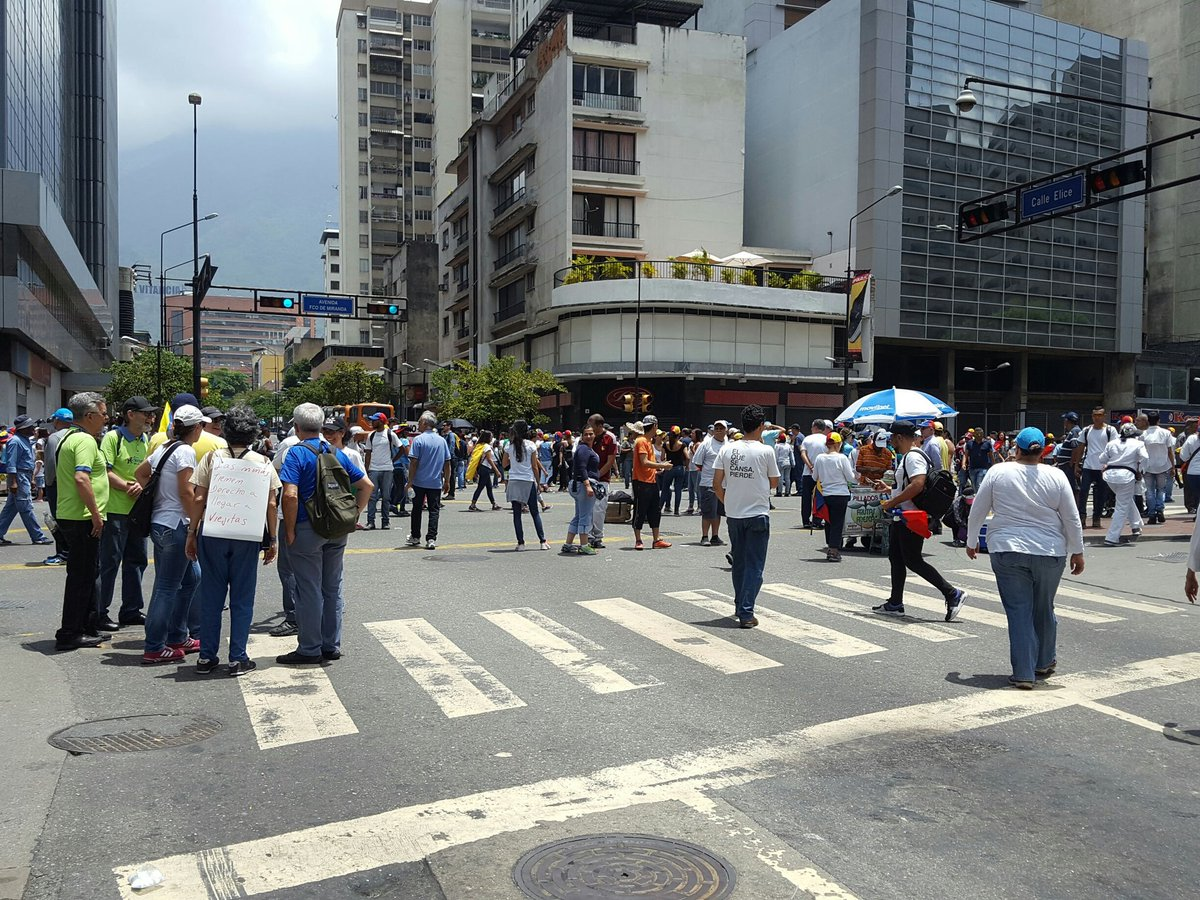 #16Abr in #Caracas: from chacao protesters are gathering in Plaza #Altamira to try move towards the West altogether #ThisIsVzla<br>http://pic.twitter.com/FzbfAF3dHS
