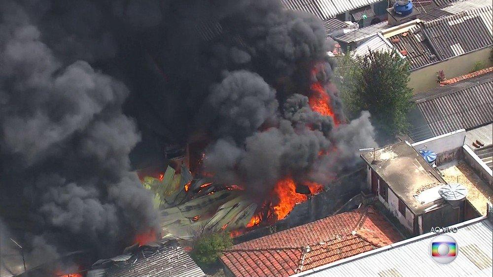 Fire hit the building in Zona Norte de São Paulo