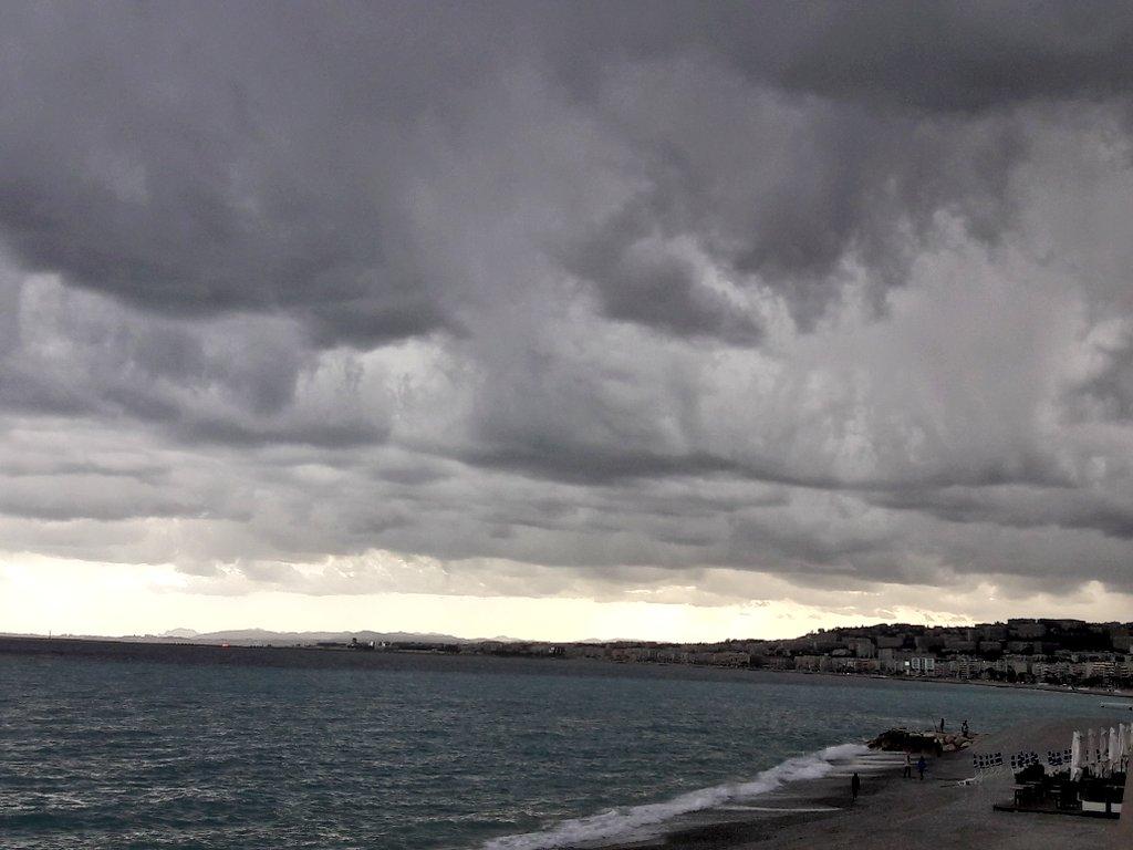 Live Nice   Quel ciel ! #Nice06 #Cotedazurfrance #Nicemoments #frenchMerveilles @SamMCAZ @VisitCotedazur @Nice_Matin @nice_tour<br>http://pic.twitter.com/s8qyUpKDku