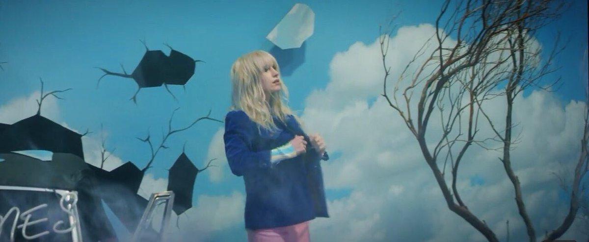 Paramore está de volta com single novo! O clipe também já saiu e está com uma pegada bem anos 80! #VirgulaPontoMix #KpopNoVPM https://t.co/EuUUKAdpi3