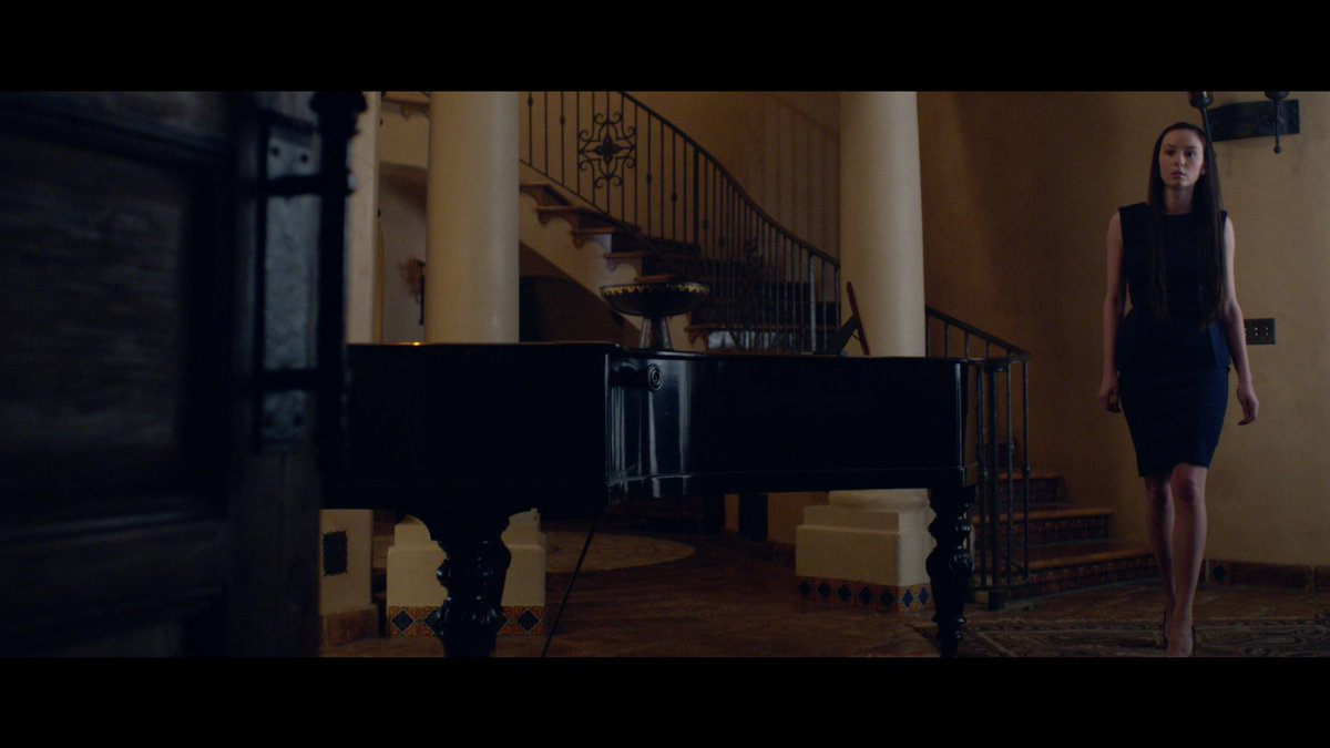 They have a piano? This family doesn't seem like a very musical one. https://t.co/L6xgbKIwuv