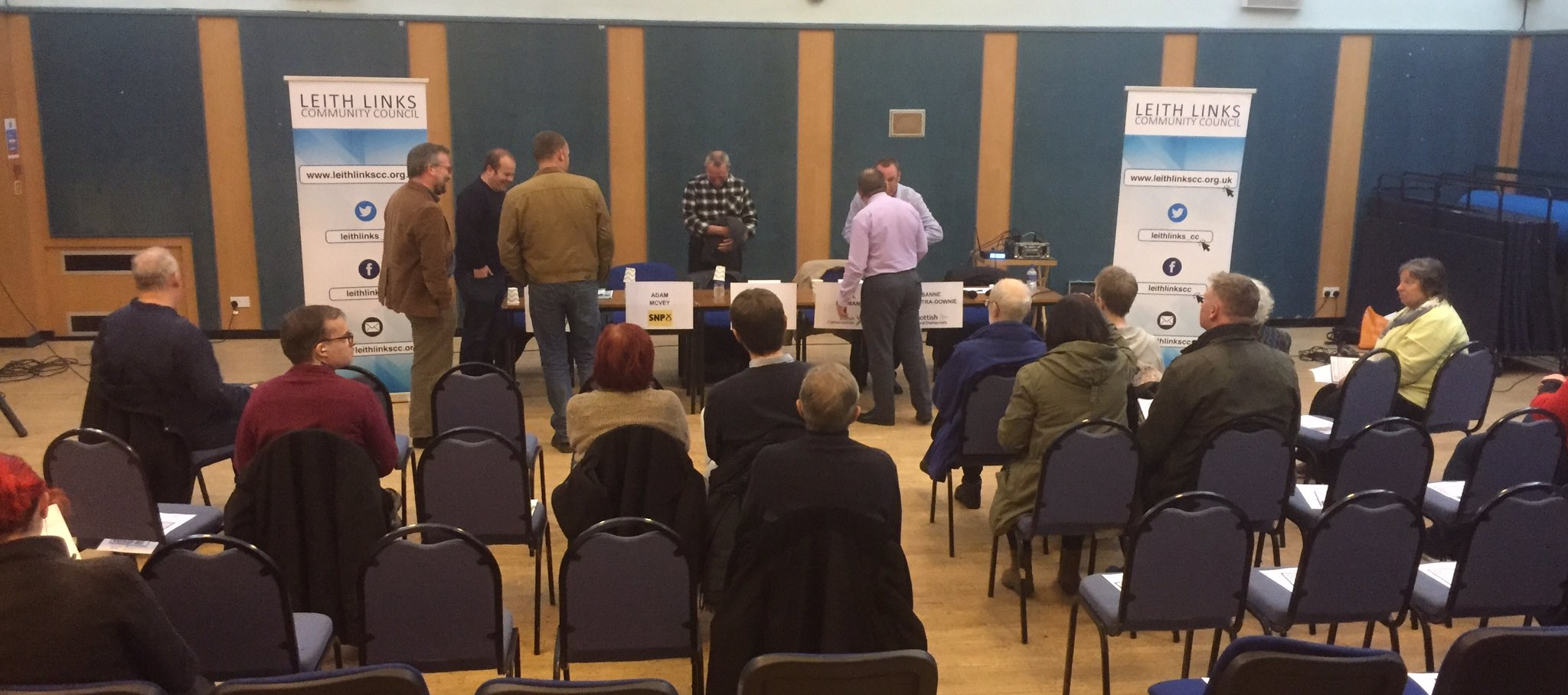 Crowds starting to gather... #LeithHustings #Leith https://t.co/rZq7gAlKsE
