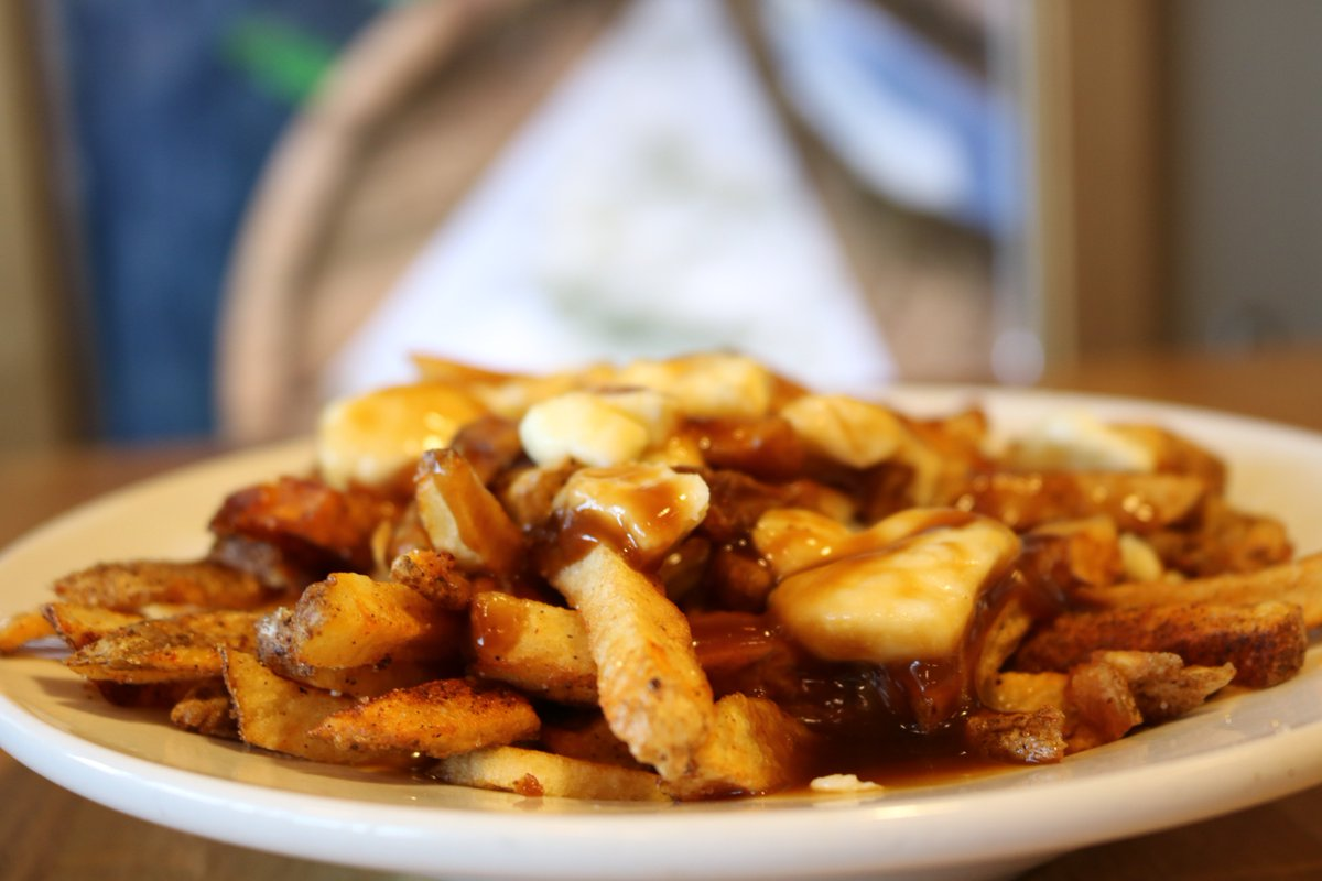 It&#39;s #humpday, we won&#39;t judge! :P #poutine <br>http://pic.twitter.com/bzXGnaOr91
