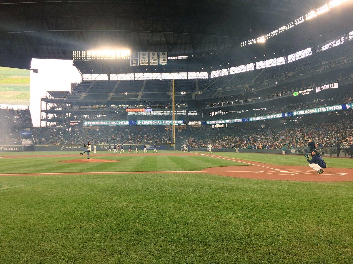 【MLB/サッカー】<なでしこ川澄奈穂美>イチローの前でノーバン始球式「一生の自慢」
