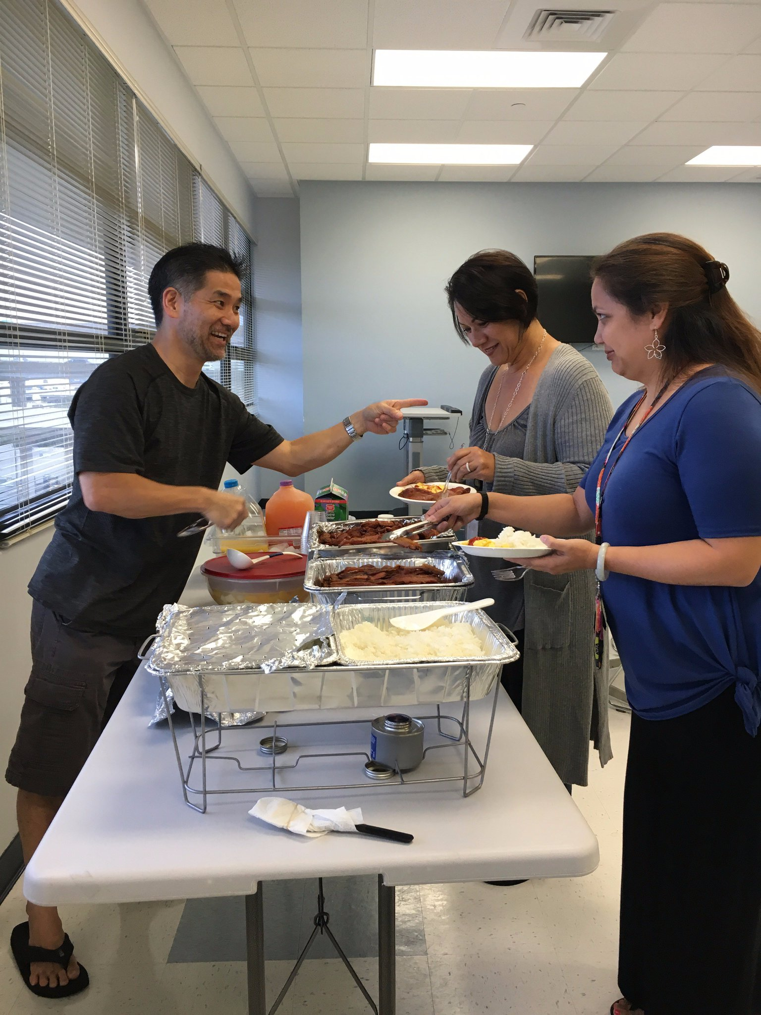 Rice, eggs, Portuguese sausage, bacon and almond float. So much yummy food for @marchofdimesHI fundraiser breakfast #ceridianhawaii50 https://t.co/REk5YcLpPH