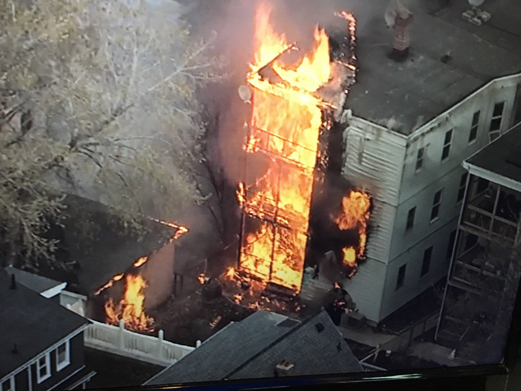 Oakland Ave, Everett, heavy fire on all three floors, working on details #Fox25 https://t.co/WtKVi8Box6