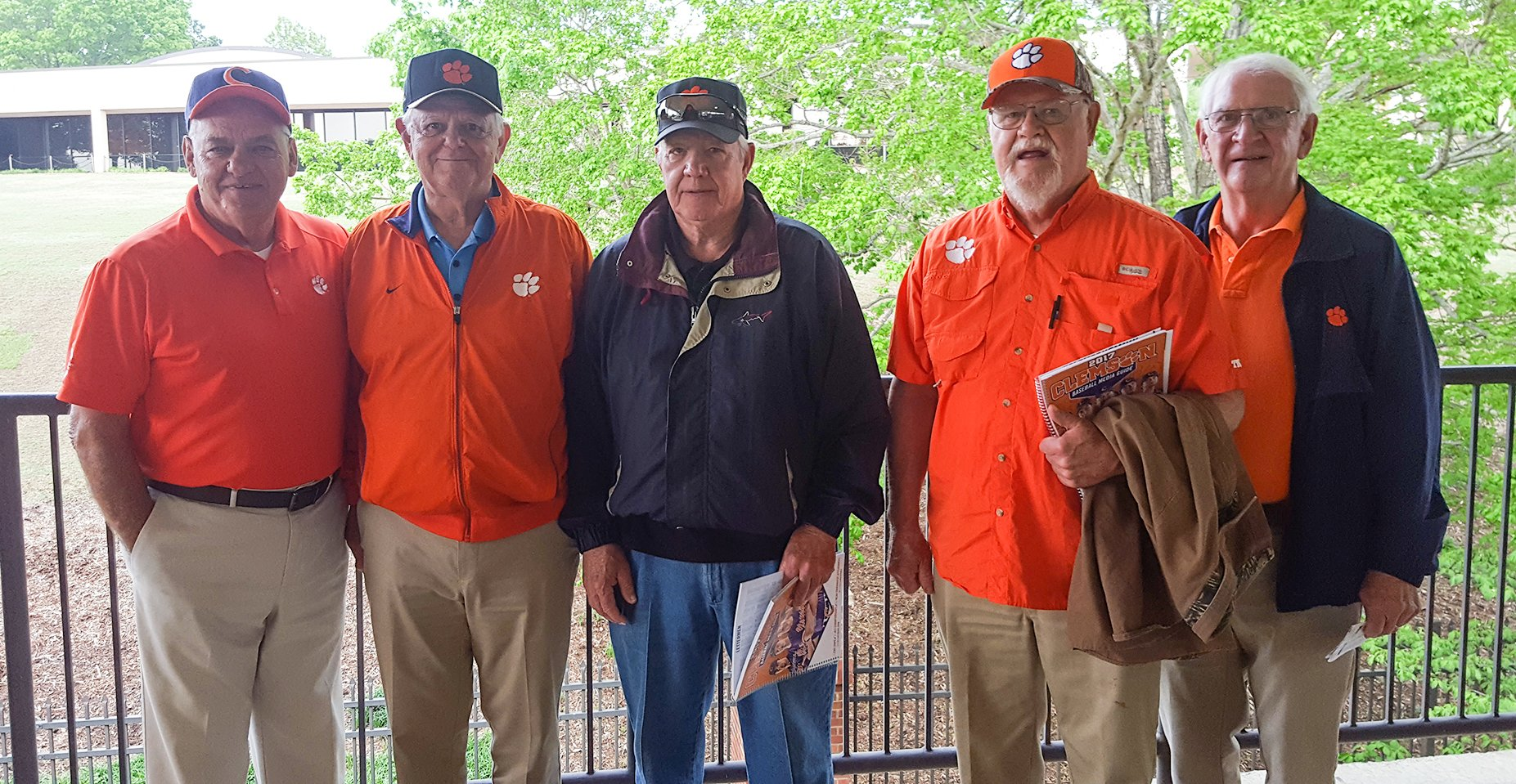 It's an honor to welcome back former Tigers Stan Ayers, Ben Marsella, Bill Burnette, Joey Taylor & Nicky Lomax at our game! #ClemsonFamily https://t.co/jChPU7KfTu